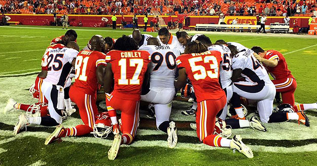 nfl players praying